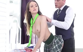 Establishing Hottie Cindy Timber Gets Shattered Added to Fucked