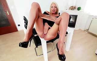 Nylon pantyhose assail solely hither kelly sweets