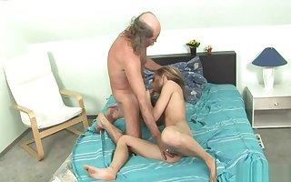 ALT JUNG - Being Grandpa Und Ein Jugendlich