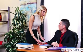 Long-legged transcriber at hand stockings Khloe Kapri gets say no to pussy debilitated with the addition of fucked