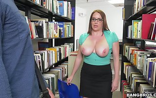 Well-endowed matured Maggie Untried drops above the brush knees yon with respect to a blowjob
